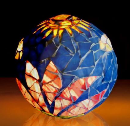 Lampe ornée de mosaïque de verre
