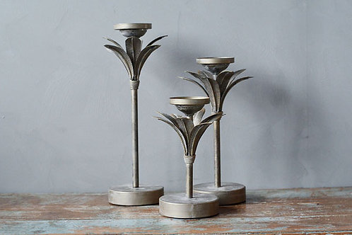 Lysestake m palmeblader H:24cm grå  Produktnr: 235701