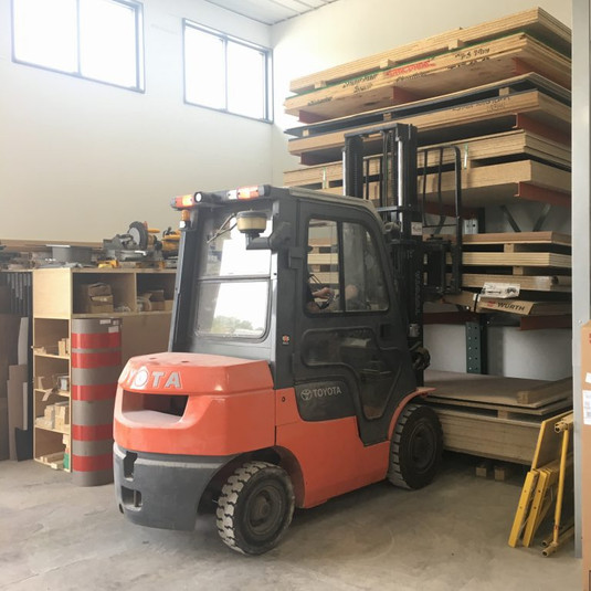 06-Forklift-and-Racking-IMG_4335-2-e1505