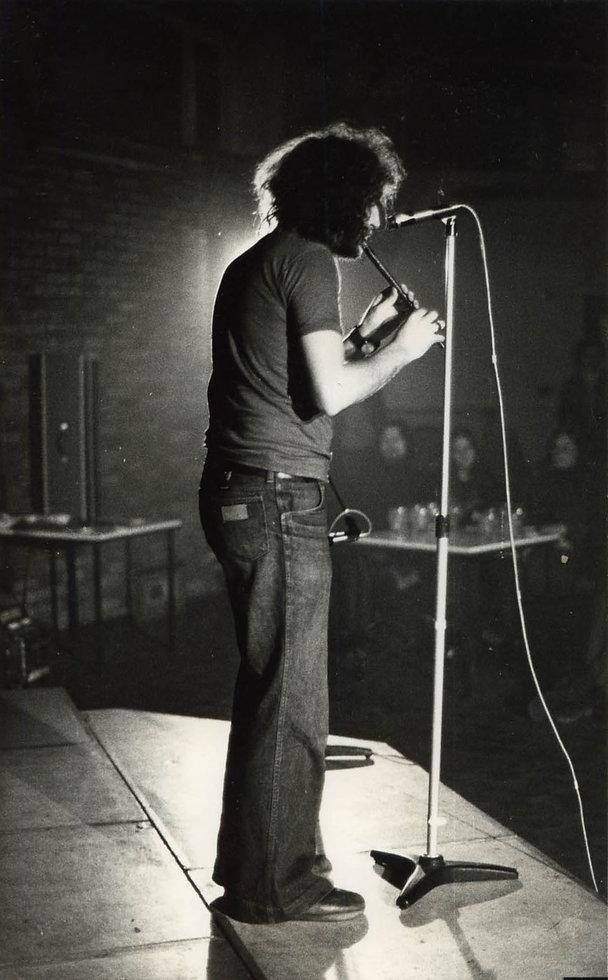 v bw 70s whistle stage.jpg