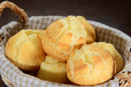 Pão de Queijo com Azeitona e Chia