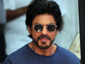 """Rahul, Naam To Suna Hoga"" SRK shouts his iconic dialogue."