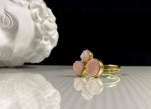 Anillo 3 piedras opalo rosa al natural enchapado en oro