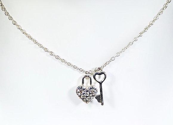 Collar corazon con incrustacion y llave