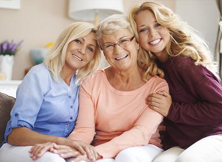 A saúde bucal da mulher merece mais cuidados: saiba em quais fases é preciso ter mais atenção!