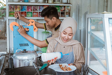 young-men-women-muslim-who-are-preparing-dish-ordered-by-customer.jpg