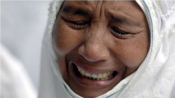 3-seorang-ibu-menangis-34f84fa4f05970d78