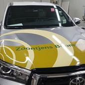 Toyota hilux voorzien van reclame in full color en contourgesneden