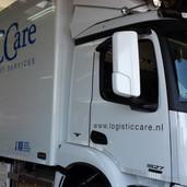 Vrachtwagen reclame voor Logisticcare