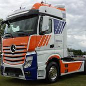 Styling van demo vrachtwagen voor Mercedes Wensink
