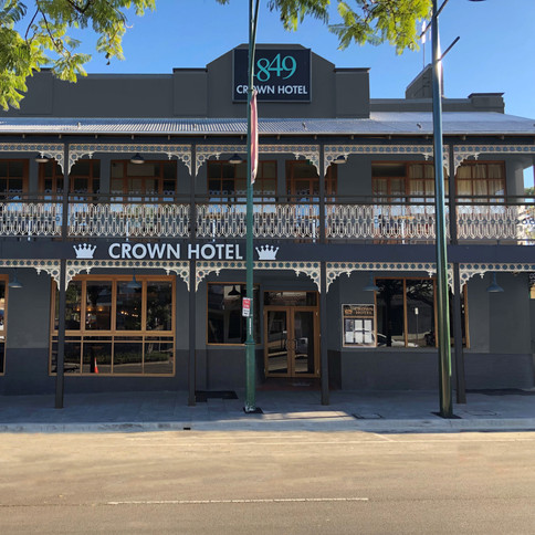 The Crown Hotel Motel