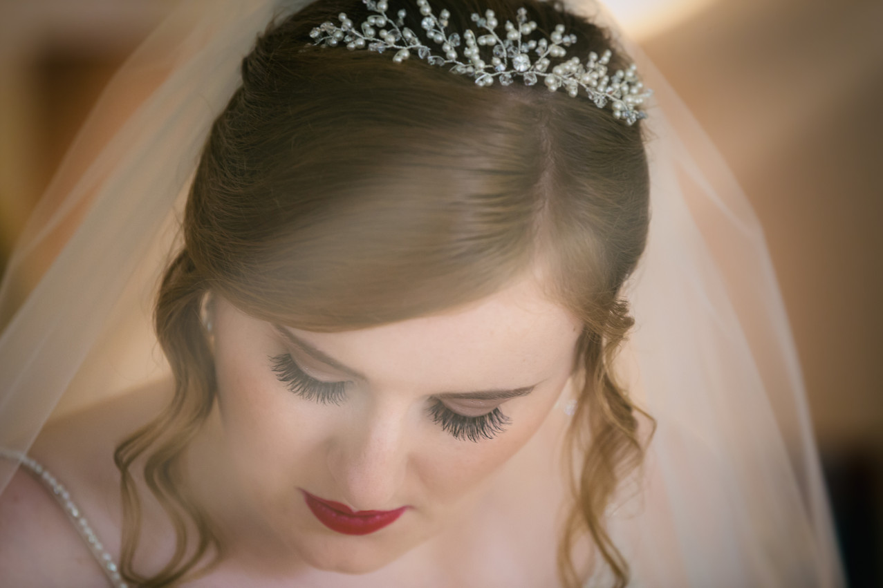 Bride with red lipstick and a vintage style applied.