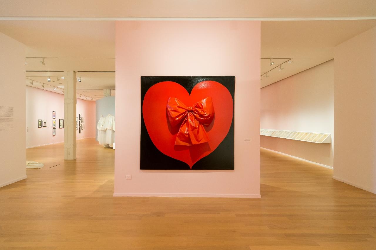 Vista da exposição Delia Cancela - Reina de corazones