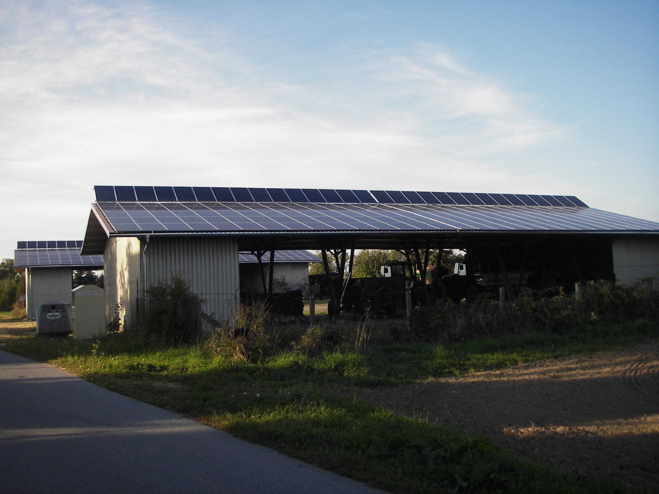 Gewerbeanlage mit Aufständerung der Solarmodule