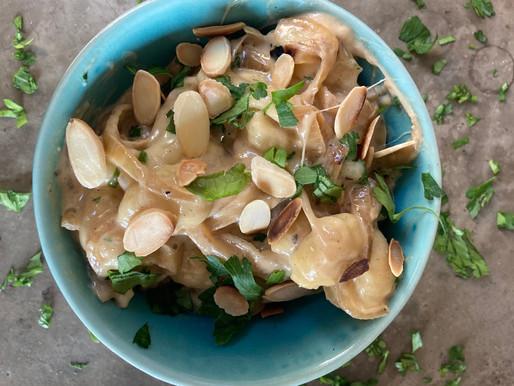 Ñoquis con Cebolla Caramelizada al Balsámico, Mozzarella y Perejil