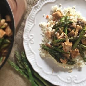 Delicioso Pollo y Espárragos Salteados con Jengibre