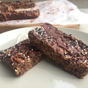 Barritas de Cereal con Chocolate, Tahini y Sésamo