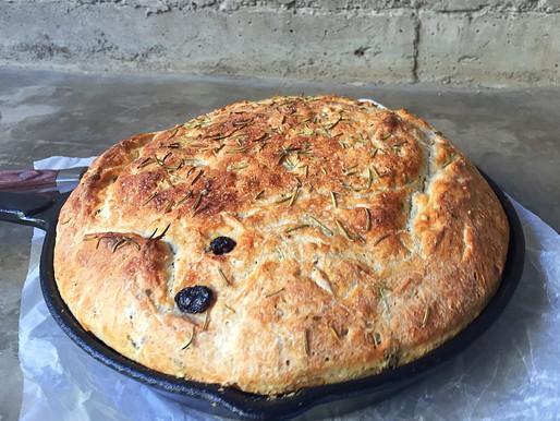 Pan Con Romero y Cranberry en Sartén de Fierro