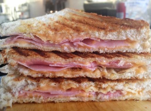 Sandwich de Queso Derretido y Papas Fritas