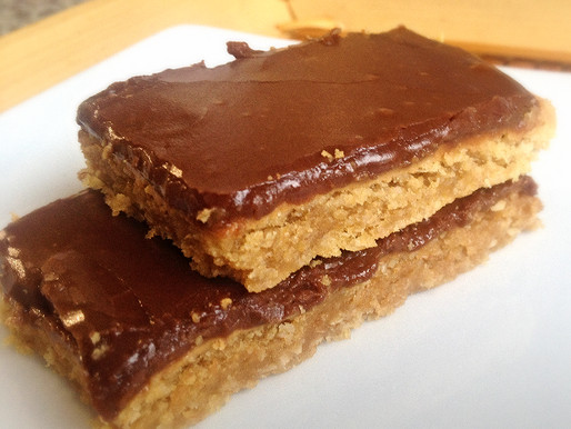 Barras de Mantequilla de Mani con Frosting de Chocolate