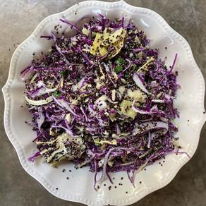 Ensalada Deliciosa de Quinoa Negra Alcachofas y Repollo Morado con Aliño al Parmessano