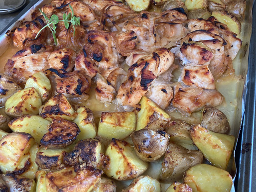 Pollo Barbecue con Papas al Parmesano Todo en una sola Fuente