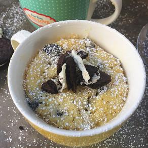 Queque de Cookies and Cream para Uno, en el microondas.