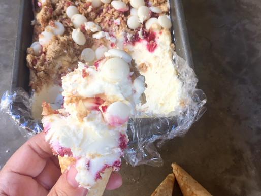 Helado de Cheesecake de Frambuesa y Chocolate Blanco