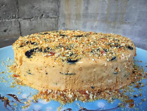 Torta Helada de Manjar Galletas y Avellanas Caramelizadas