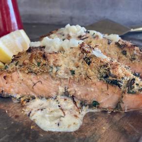 Salmon con Costra de Panko y Parmesano con Salsa de Crema al Limón