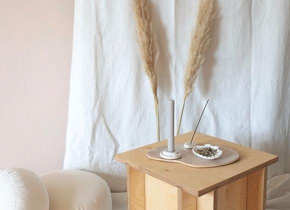YONI STEAMING CHAIR & MEDITATIONSTISCH mit Keramik-Accessoires
