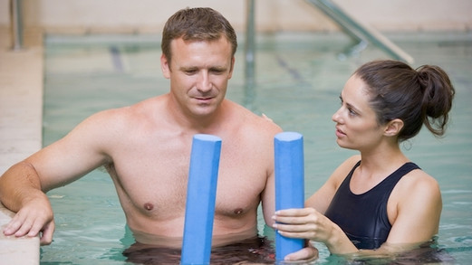 Os benefícios da hidroterapia para o tratamento de doenças