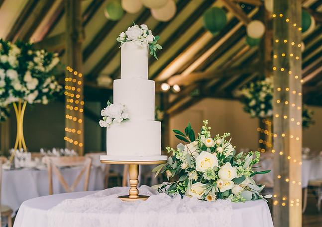Classic-White-Foliage-Wedding-Cake