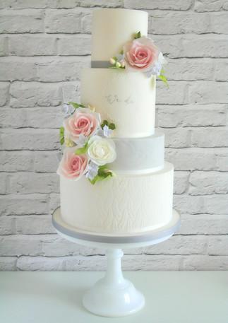 Pretty-Floral-Wedding-Cake.jpg