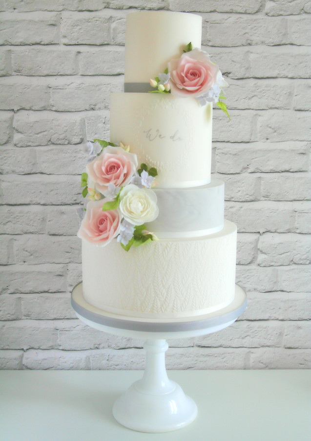 Pretty-Floral-Wedding-Cake.jpg
