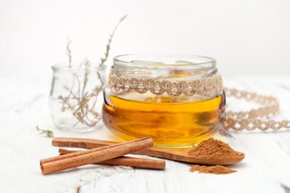 La cannelle au miel d'abeilles pour se soigner (article site ileauxepices.com)