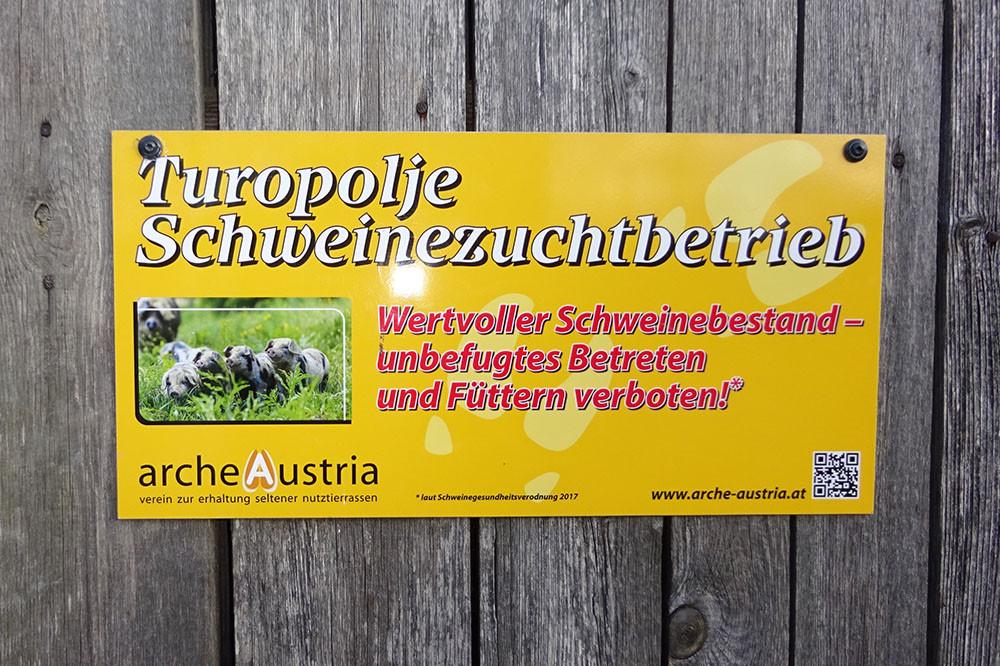 Als Arche Austria Mitglieder zählen wir zu den wenigen offiziellen Turopolje-Schweinezuchtbetrieben in Österreich.