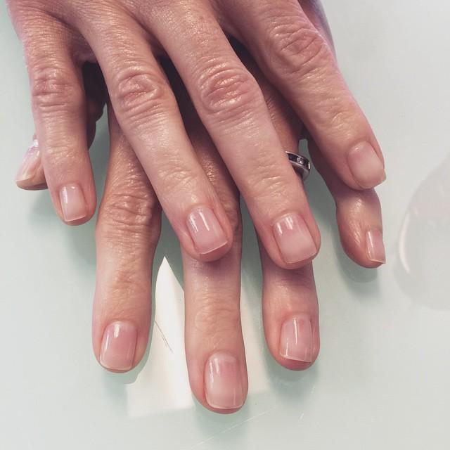 #natural #clean #manicure #essie #mademoiselle #spring #pamperedsoles #thanksjulie