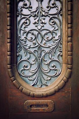 1102 Old Ornate Door 01-2
