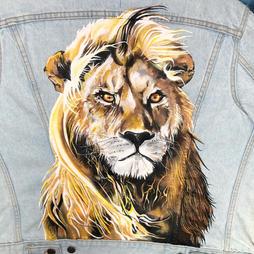 Karen Gillan lion 3.JPG