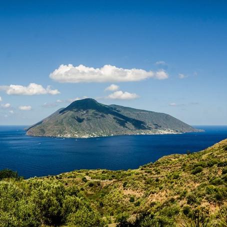 TOUR EOLIE: Tutte le settimane in partenza per un tour in motonave tra Lipari, Salina e Stromboli