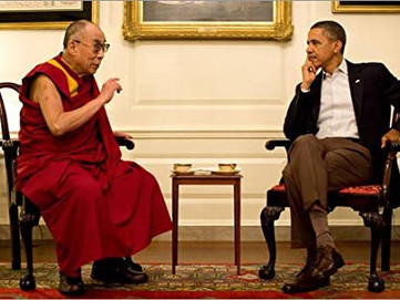 """Dalai Lama e Obama: l'allora presidente definisce """"Un vero amico"""" il Dalai Lama"""