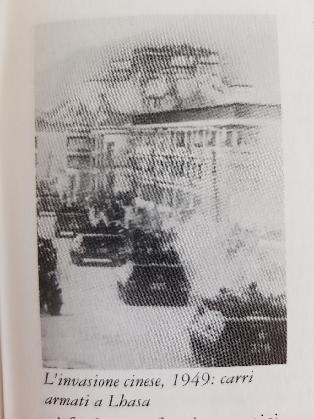 Carri armati entrano a Lhasa nel 1949