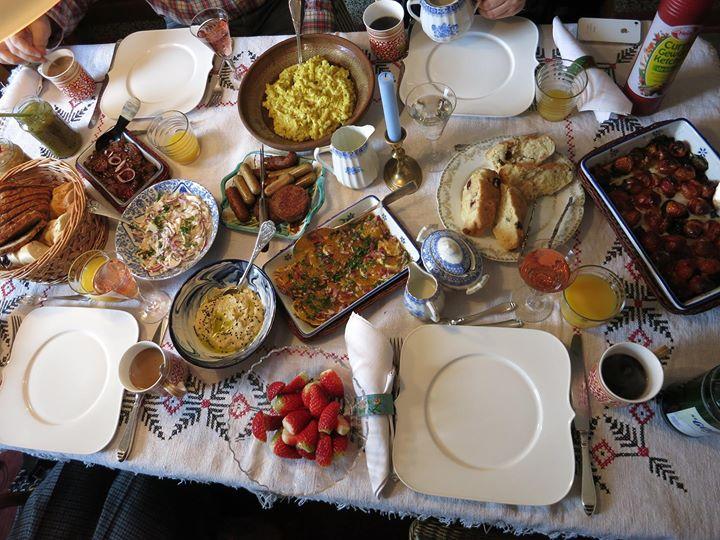 Vegan essen kann sooooo lecker sein. Das war unser Sonntagsbrunch an Raimunds Geburtstag