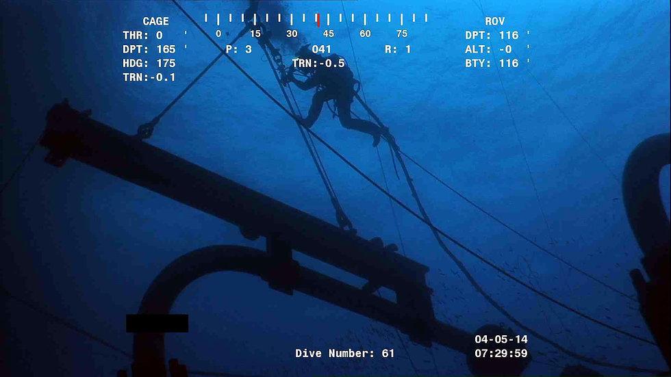 Diver Attaching the Air Tugger.jpg