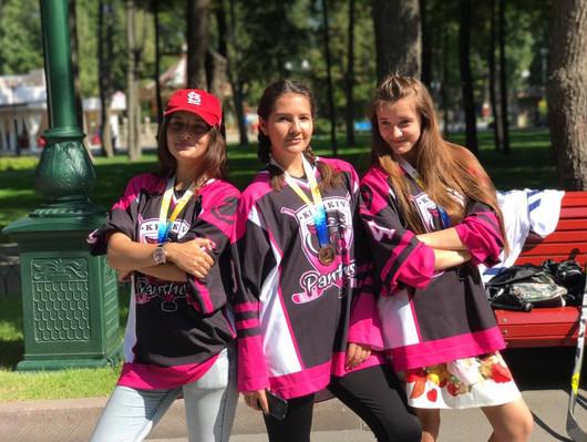 Girls on Skates - Pucker Up!