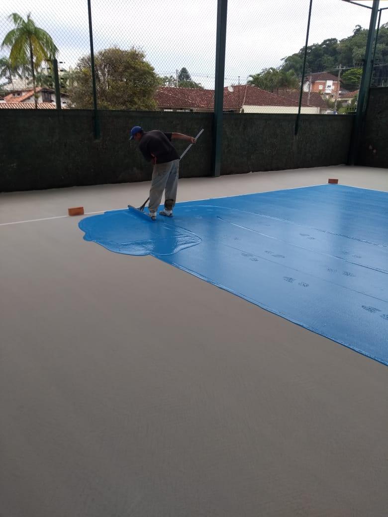 Aplicação pintura acrílica