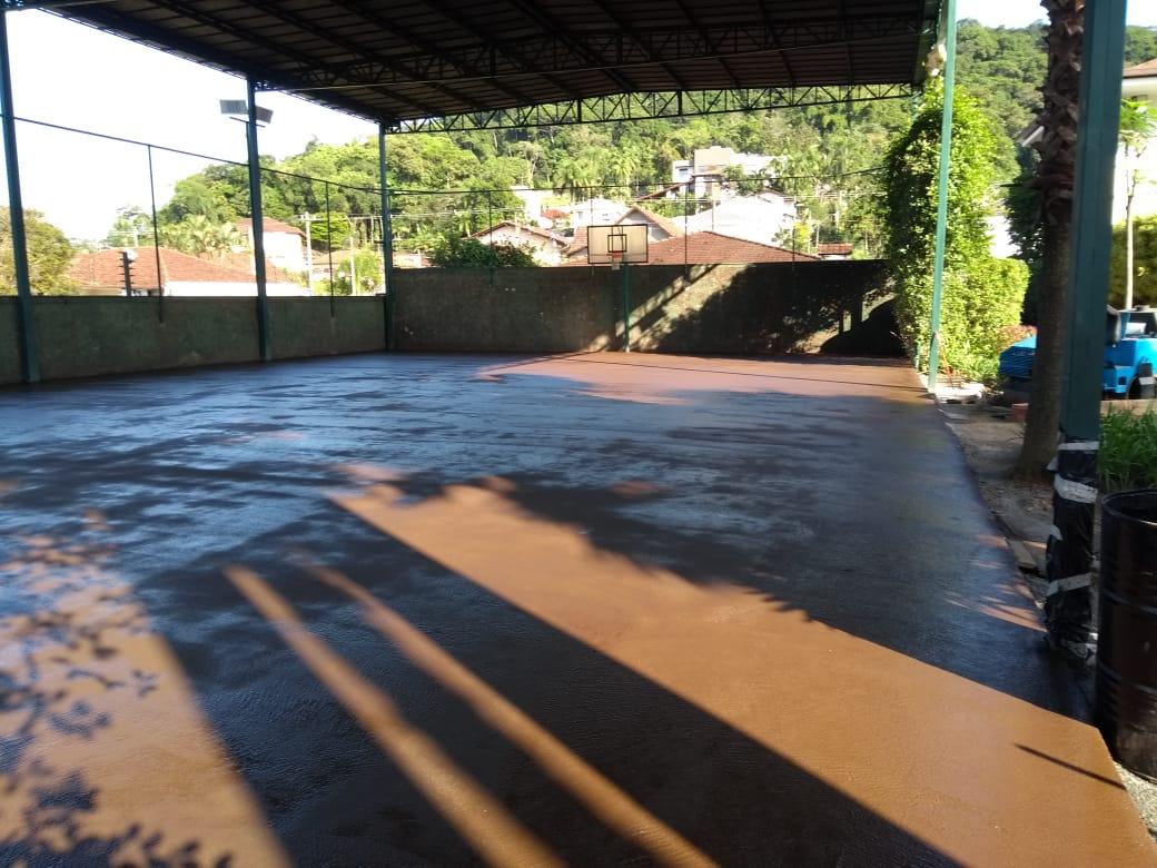 Aplicação de lama asfática