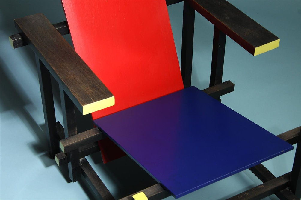 2_2137725_armchair-red-and-blue-designed-by-gerrit-rietveld.jpeg