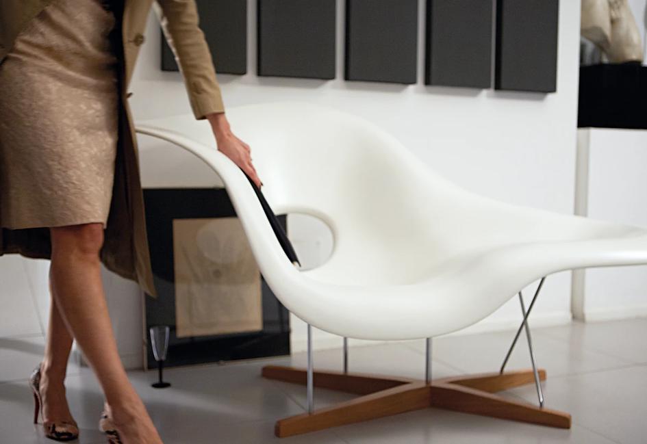 vitra-eames-la-chaise-4_1200x1200.progressive.webp